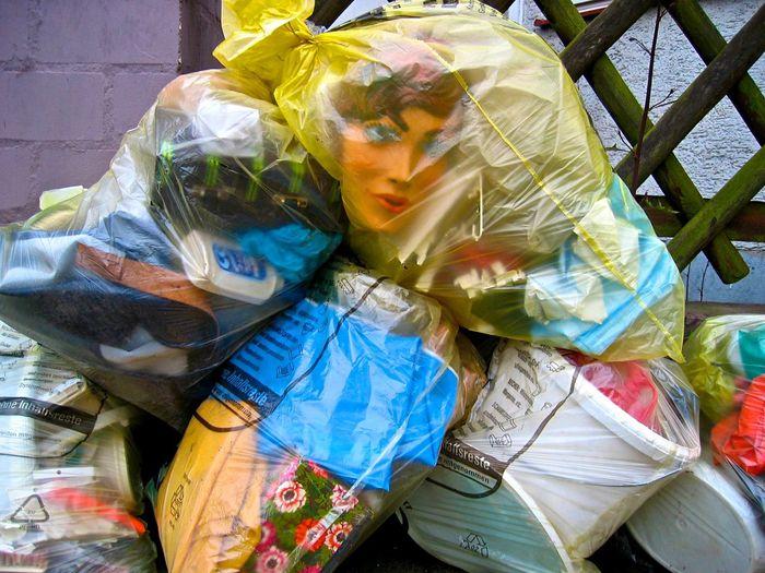 Plastikmüll Wegwerf-Kultur Plastik Earth Day Plastic Waste Garbage Mülltrennung Verpackungsmaterial Garbage Müll Multi Colored End Plastic Pollution Plastic Messy
