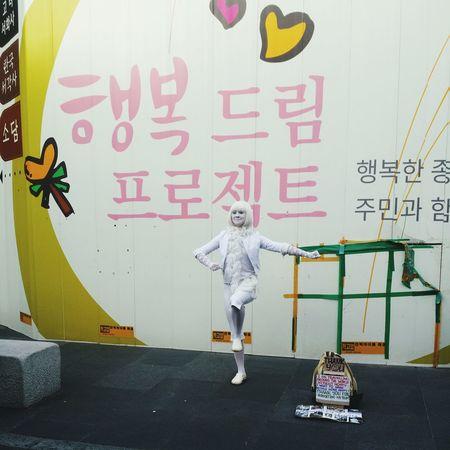 Street Woman Lifestyles Womantraveler Travel Pantomime Painting Art Stop Motion Enjoying Life Happıness Beauty