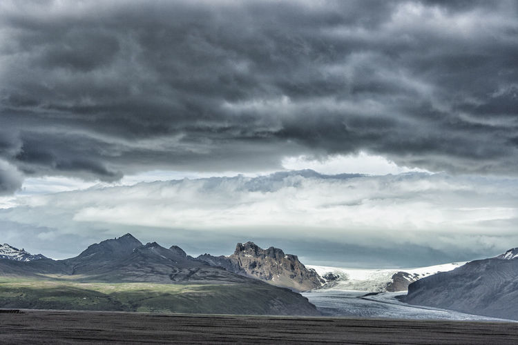 Iceland Trip, Skaftafell National Park, Skaftafell glacier from Hringvegur road. Avventure. Land of Ice and Fire. Beauty In Nature Cloud - Sky Dark Clouds Dramatic Sky EyeEm Best Edits EyeEm Best Shots EyeEm Nature Lover EyeEmBestPics Glacier Hringvegur Ice Ice And Fire Iceland Iceland_collection Landscape Mountain Range Nature No People Scenics Skaftafell Storm Cloud Vatnajökull Wind