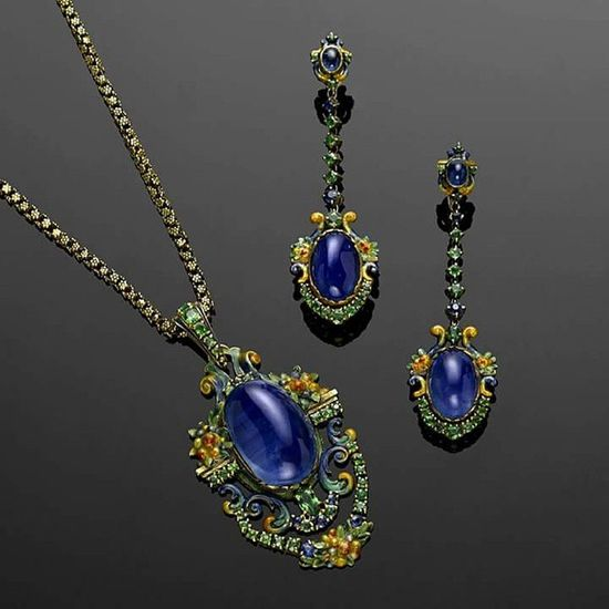 Loveit 😍 A rare Antique Jewelry suite of Sapphire , Demantoid garnet and Enamel attributed to Louis Comfort Tiffany sold for $161,000 soaring past its high estimate at Bonhams FineJewelry Auction in New York.Photo credit:Bonhams Jewelrygram Jewelryblogger Jewelrylover Luxury Highjewelry Art Gold Elegant Instajewelry Joias Highjewelry Instagramturkey Turkinstagram