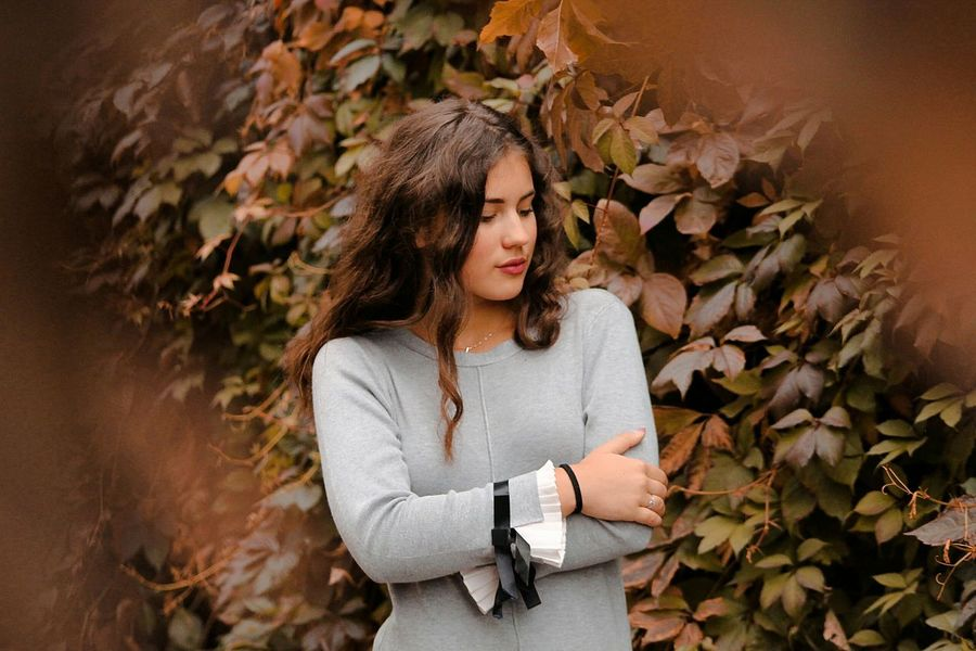 гарик Person Flower Beauty Autumn Young Women Leaf Young Adult Autumn Young Women Casual Clothing Leaves Person Bunch Of Flowers Flower Long Hair Outdoors Beauty Freshness Fragility Beauty In Nature