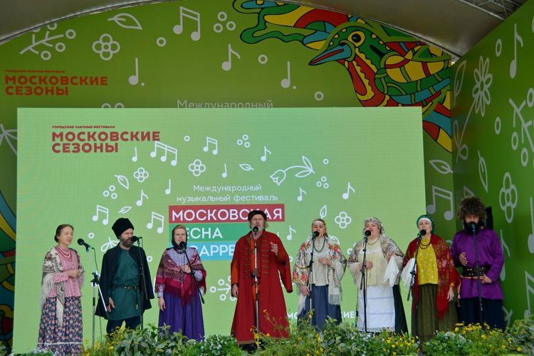 festival Acapella Canto Grande Moscow Russia Singing Acapella Adult Canzona Communication Crowd Festival Green Color Group Of People Men Multi Colored People Real People Standing Text Western Script Women #urbanana: The Urban Playground EyeEmNewHere