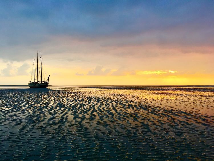 Horizon Over Water Wattenmeer Wattwanderung Water Sea Beauty In Nature Cloud Sunset Tranquil Scene Scenics Rippled Tranquility Calm Waterfront Ocean Sky Majestic Blue Seascape Nature Journey Cloud - Sky Dramatic Sky