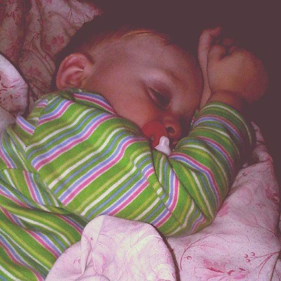 спит мой Соня малявка :3