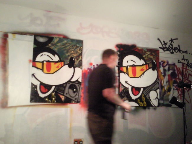 Aroe The man himself doing a couple of canvases in my studio of old! An honour and a privilege. Graffiti Graffiti Art Canvas Painting Urbanstyle Local Artist From My Point Of View EyeEm Gallery Welcomeweekly Mickey Raw Talent Masterpiece