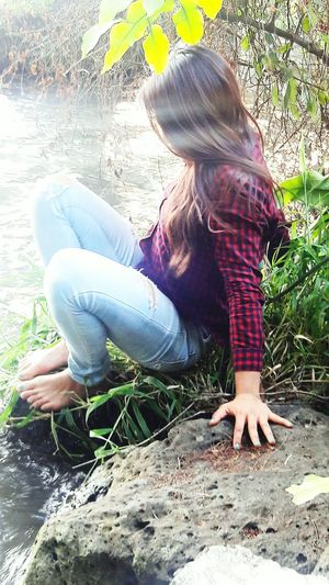 tantas cosas hoy; tú estás en todas...♡. One Girl Only Beauty In Nature Only Women Perfectnature Plant Tranquility One Person