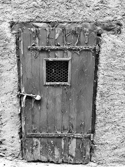 Door No People Outdoors Close-up Architecture Closed Entrance Doors Lover Doors With Stories Doorporn Doors Street EyeEm France Eye4photography  EyeEmBestPics EyeEm Best Shots Blackandwhite Photography Blackandwhite Bnw Streetphoto_bw Doors From The Past