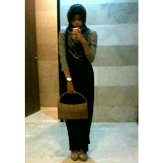 My outfit Me Hijabgirl Hijabi Hijabbeauty hijabstyle hijabfashion ilovehijab chichijab fashion chic handbag wedges favorit ootd outfit outfitoftheday instaindonesia instabalikpapan photooftheday