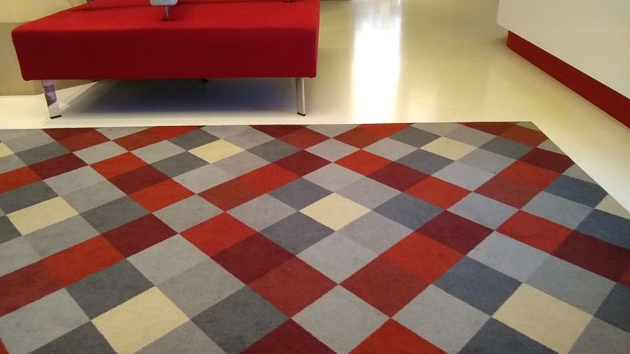 Domestic Room Red Checked Pattern Living Room Home Interior Domestic Life Tiled Floor Carpet - Decor