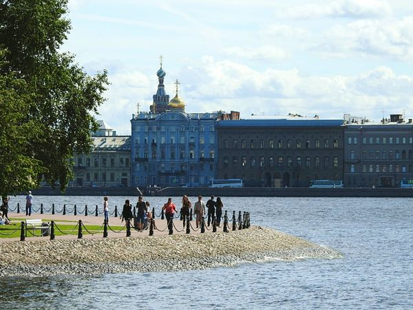 Architecture Large Group Of People Travel Destinations Tourism Sky Water People Real People Day Embankment Zayachy Island Neva River Paving Stone Sunny Day 🌞 Summer Memories 🌄 Sunlight Colors Of Sankt-Peterburg Sankt-Petersburg Russia
