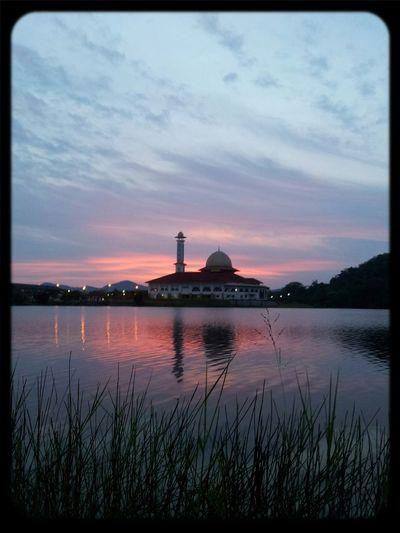 There is sunrise in every sunset... Suasana sunset petang tadi di Tasik Huffaz DQ :)
