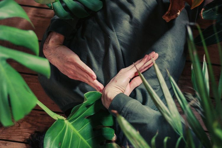 Floor Dance Dancing Tutting Human Body Part People Forest Nature Leaf Palm Palm Leaf Indoors  Outdoors One Person One Man Only Man Woman Hands Human Hand Close-up Banana Leaf Banana Tree Textile Factory Leaf Vein Low Section Growing Visual Creativity