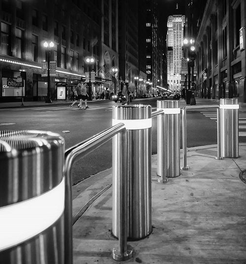 The light will guide you home. Or at least to the bus stop. . . . . . . Windycity_bw Stunningbnw Loves_bnw Awesomebnw Rsa_bnw Bnw_captures Splendid_bnw Bnw_city Bnw_of_our_world Bnwphotography Bnw_kings Likechicago Mychicagopix Igerschicago Chicity_shots Flippinchi Artofchi Insta_chicago Chicagoprimeshots Choosechicago Wu_chicago Chicagoshots Icchicago Chigram Chicagogram royalsnappingartists everyshots waycoolshots