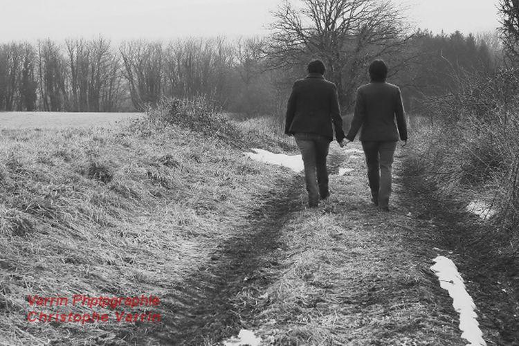 Séance photo préparation mariage Balade Couple Femme Noiretblanc Promenade Des Anglais Promenade Dominicale Randonnée Sentier