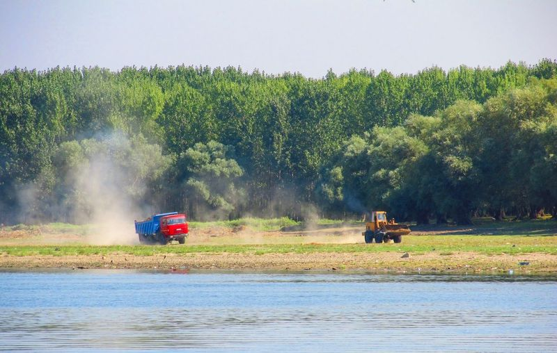 Buldozer Danube River Danube Transportation Speed Truck Dust Danube Transportation Danube River Plant Tree Transportation Mode Of Transportation Land Vehicle Water Occupation Agricultural Machinery Nature Field Agriculture Rural Scene Land Agricultural Equipment Landscape Growth Farm Men Outdoors Day