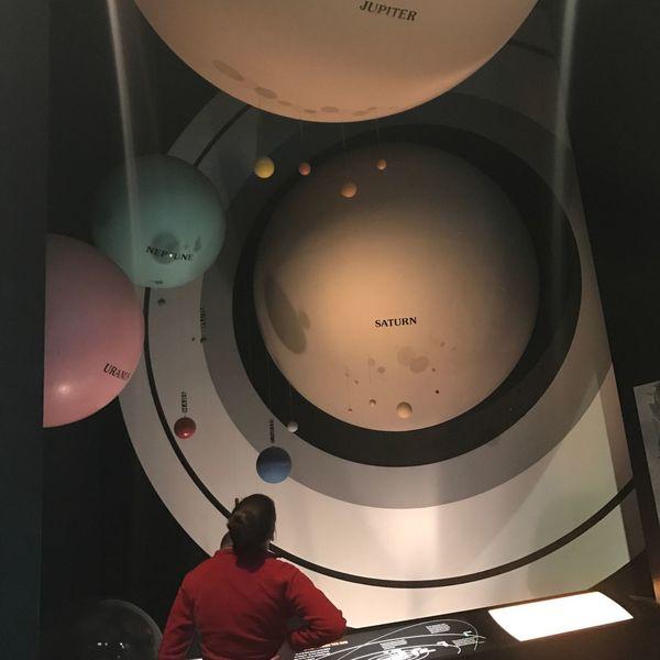Real People One Person Planets Saturn Planetarium Airandspacemuseum Indoors  Uranus  Jupiter Neptune Thinking Curiosity
