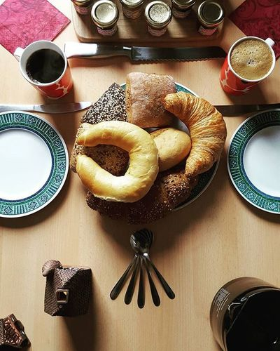Late breakfast ❤ with several kinds of bread and croissants. Our jam flavors included white wine and champagne, but also Christmas, wild strawberries and raspberries ☕🍓🍯🎄 Breakfast Bread Croissant Breadrolls Nutella Jam Coffeetime Coffee Coffeeaddict Interiordesign Symmetry Marmalade Strawberry Raspberry Champagne Wine Christmas Blogger_LU Foodpics Foodie Foodporn Joy Love MyFavoriteBreakfastMoment