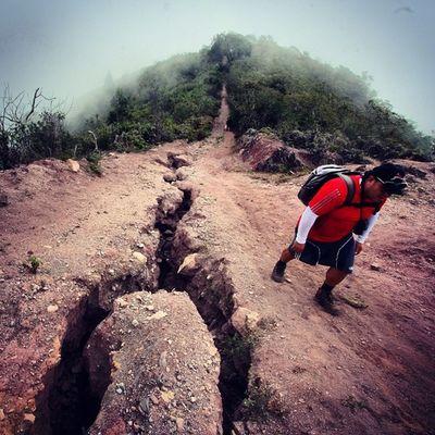 Grietas en el camino de los conquistadores, ruta de montaña que va desde el caserio de Mesa de Aura, hasta el sector Casa del Padre en Tachira  , Venezuela IG_GRANCARACAS IgersVenezuela IG_Venezuela Insta_ve Instapro_ve InstaLOVEnezuela Instafoto_ve Ig_merida Igerssc Instavenezuela Ig_merida Ig_southamerica Ig_colombia Icu_venezuela Ig_lara Ig_tachira Igworldclub IG_Panama Instaland_ve Gotravelfree Gf_venezuela Gf_colombia Destinomaschevere thisisvenezuela tequierovenezuela visitvenezuela venezuelaes venezuelaforum venegramers