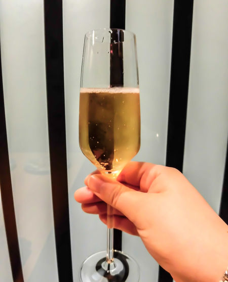 Sparkling wine Human Hand Holding Refreshment Drink Food And Drink Indoors  Alcohol Wine Beverage Beverages Sparkling Wine Sparklingwine Sparkling White Wine Sparklingwhitewine