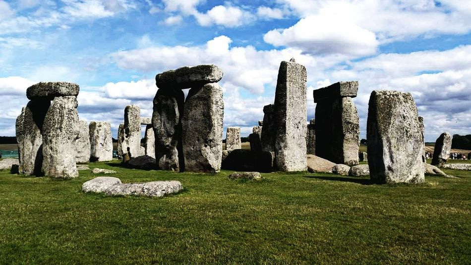 Stonehenge The Past History Ancient Sky Cloud - Sky Day Weather Photo Photography Photooftheday Travel Destinations Outdoors United Kingdom Architecture No People Business Finance And Industry Built Structure City Ancient Civilization