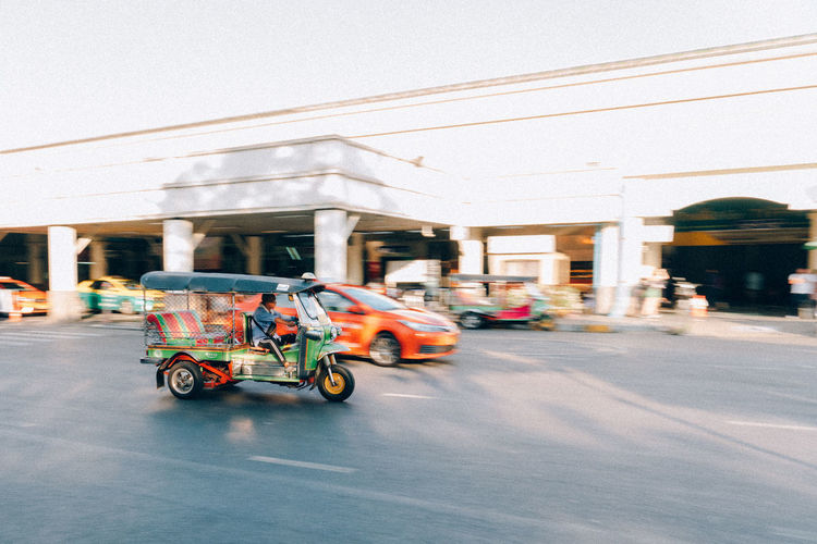 Bangkokstreetphotographer 9maek Bangkokstreet Bangkokspirit Bangkoklifestyle Transportation Car Motor Vehicle City Outdoors Street Road Nature TukTuk