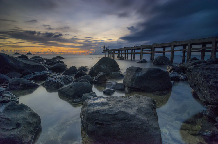 Sunset Beach Landscape Rock Jetty Sea Sky Cloude Gold Sunset Beach Sky Cloud - Sky Horizon Over Water Landscape