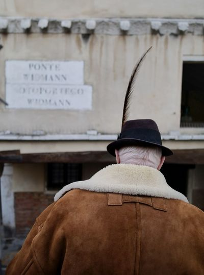 Streetphotography Venezia Italy Hat Feather  Back Human Back Rear View Headshot Mid Adult Close-up Architecture Wearing The Street Photographer - 2019 EyeEm Awards The Mobile Photographer - 2019 EyeEm Awards