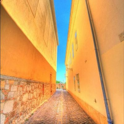 Narrow alleys in Budapest. #budapest #yellow #hdr #alley Jj  Instagood Igscout Instaaaaah Instagramhub Jj_forum The_guild Primeshots HDR Altexpo Yellow Photosfans Alley Gmy Budapest Jj_forum_0382 Photooftheday Instamillion GCS Jj_forum_0439 Igers IGDaily