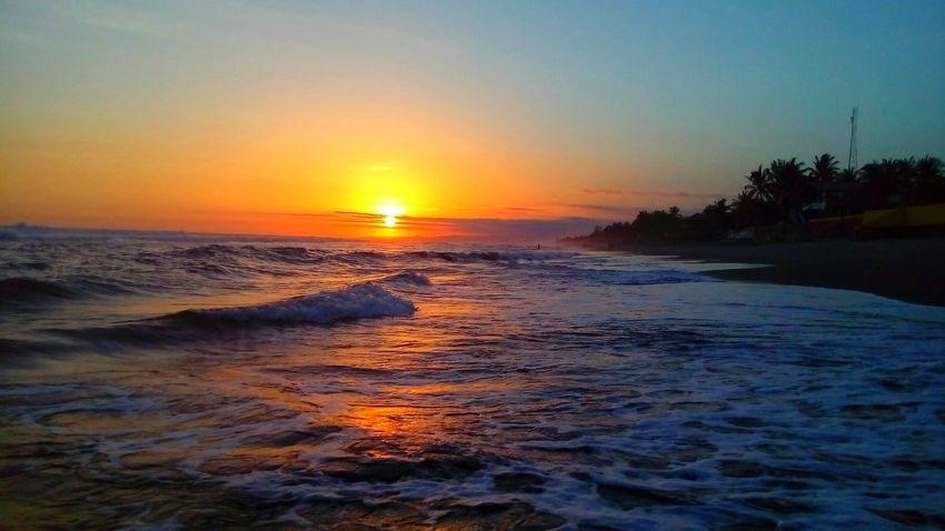 I love the beach in El Salvador Sunset Sea Sky Wave Beach Elsalvadorimpressive Elsalvadorimpresionante Water Elsalvadortraveling Elsalvadortravel ElSalvador  Sand Arena Puestadesol Surfers Surfing