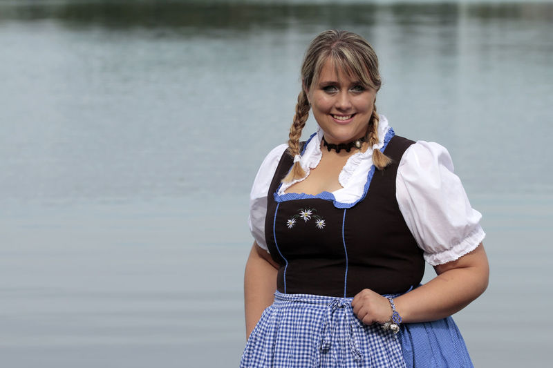 Adult Adults Only Cheerful Confidence  Curvy & Beautiful Curvygirls Curvyisthenewsexy Day Happiness Kurvenzeigen Leben Hat Gewicht Looking At Camera One Person One Woman Only One Young Woman Only Only Women People Plus Size Beauty  Plus Size Model PlusSizeModel Portrait Smiling Standing Water Young Adult