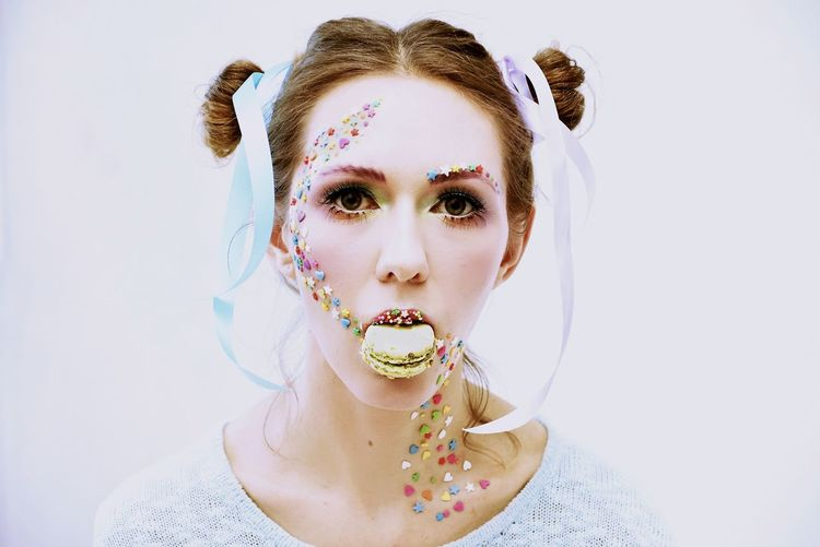 Beautiful Woman Close-up Dessert Food Foodphoto Foodphotography Frenchdessert Headshot Looking At Camera Macarons Macaroons Make-up Nosmile Only Women People Portrait Stage Make-up Studio Shot Sweet Sweet Food Young Adult Fresh on Market 2017 The Portraitist - 2017 EyeEm Awards Fashion Stories Fashion Stories