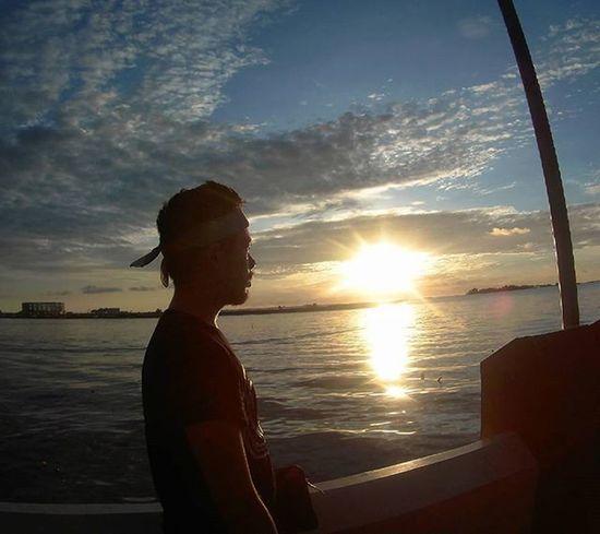 Setlah seharian menghabiskan waktu di Bantimurung , enak banget bersantai dan menikmati penampakan sunset di anjungan Losari. Visitindonesia Explore Waterfall Cave Makassar Maros  Sulawesi Freedome  Play Main Beach Pantai Sunset Losari