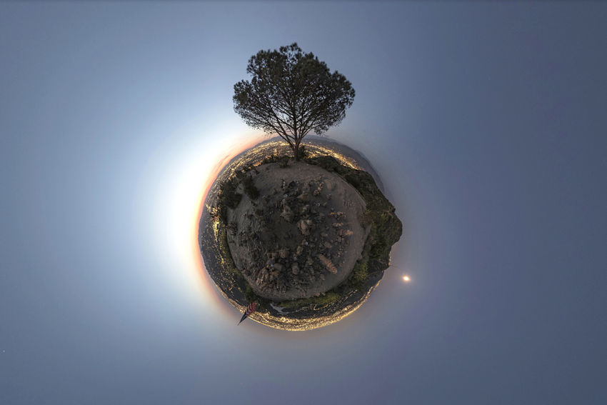 Before the nightcap. The wisdom tree, also referred to as the tree of life, is the only tree to survive the devastating fire of 2007 which left more than 800 acres scorched. See it in VR/360º here https://kuula.co/profile/patrickgwalsh Astronomy Circle Clear Sky Day Distorted Image Fish-eye Lens Nature No People Outdoors Planet Earth Sky Solar Eclipse Space Sphere Sun Sunbeam Tree Wire Wool