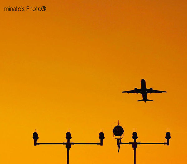 夕日がもう少し右側だったら飛行機とコラボできたのに😭 EyeEm Best Shots シルエットロマンス Eyemphotography EyeEm Best Shots - Sunsets + Sunrise 飛行機 Dusk Sky 富士山静岡空港