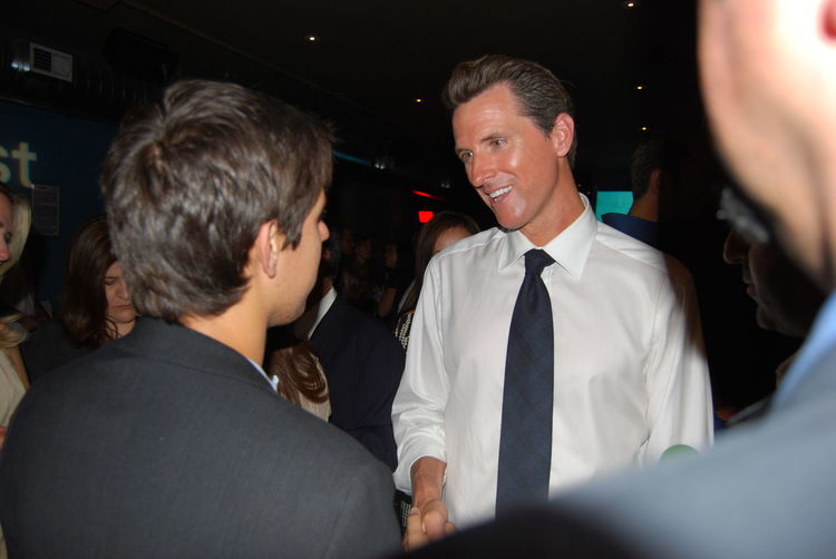 Gavin Newsom 2008 Democratic National Convention Greeting Hello Indoors  Males  Politician Togetherness Well-dressed