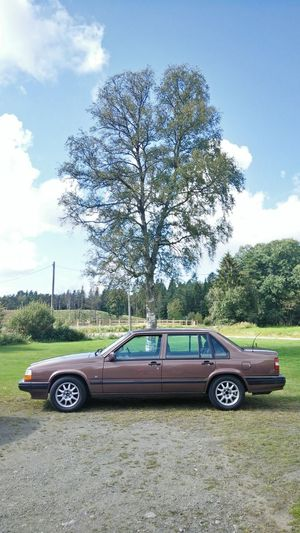 Volvo 940 next to a tree 940 Blue Skies Car Carsofeyeem Cloud - Sky Day Driving Growth Land Vehicle Mode Of Transport Nature Outdoors Sky Sunnyday Transportation Tree Tree Volvo 940 Turbo Volvocars