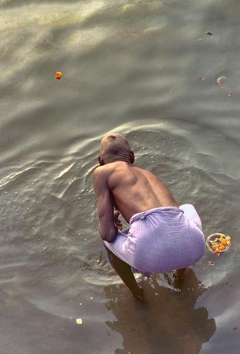 Baños espirituales en Rio Ganges Benares An Eye For Travel Rio Ganges Rio Sagrado Baño En El Rio Dia, Ofrendas Al Rio Una Persona,