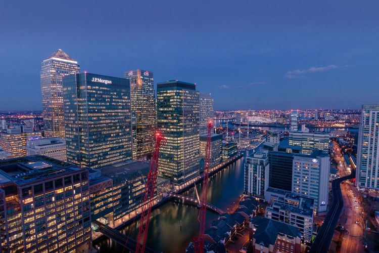 Canary Wharf, London Beautiful LONDON❤ London London Lifestyle London Streets Sky And Clouds Sunset_collection Architecture Building Exterior City Commercial Destination Destinations London_only Londonlife Magazine Outdoors Sky Sunrise_sunsets_aroundworld Sunshine Timeoutlondon