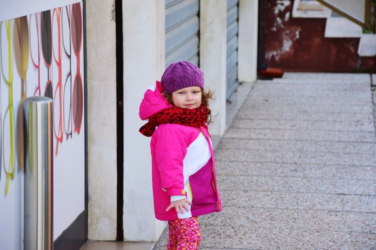 Streetphotography Girl Blue Eyes Pink Red Smile Child Face