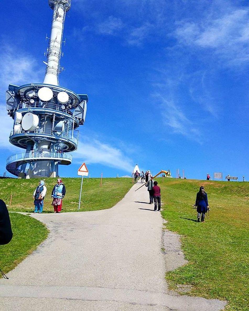 이곳이 리기산의 정상 리기쿨름 파아란 하늘, 하얀 구름, 싱그런 녹색의 잔디, 상쾌하게 가슴을 파고 드는 공기, 그리고 여유 Lucerne Luzern Switzerland Swiss Rigi Rigikulm Hiking Tour 루체른 스위스 리기산 리기쿨룸 하이킹 여행