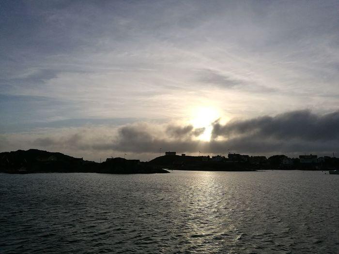 Siluette Shoreline Coast City Ocean View Dark Waters Sunrise_sunsets_aroundworld August Clouds And Sky Light Blue Sky Tjörn Sweden HuaweiP9 Enjoying Life Cloud Streaks Small Waves