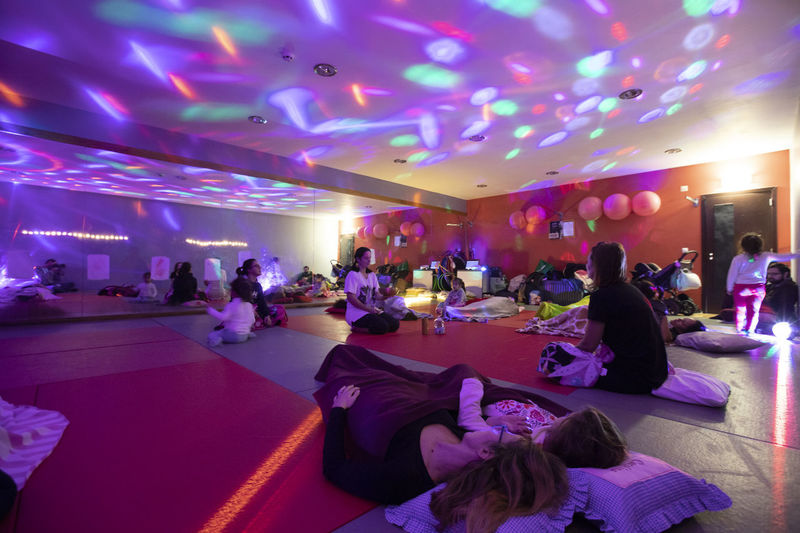 Portugal; Aula de Yoga Yogagirl Crowd Real People Illuminated Women Group Of People Indoors  Large Group Of People Enjoyment Leisure Activity Lifestyles Dancing Arts Culture And Entertainment Party - Social Event Adult Men Event Celebration Lighting Equipment Night Ceiling Purple Nightlife Light