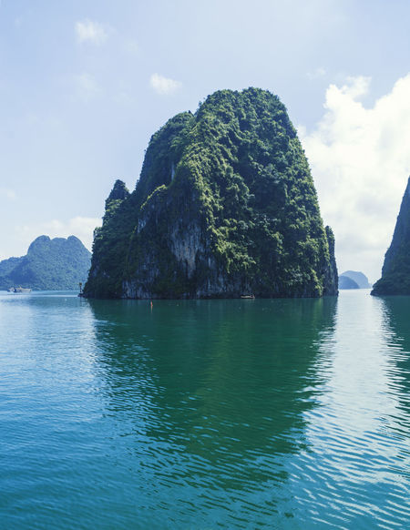 Vietnam Halong Bay Beauty In Nature Day Nature No People Outdoors Rock - Object Scenics Sea Sky Tranquility Water Waterfront