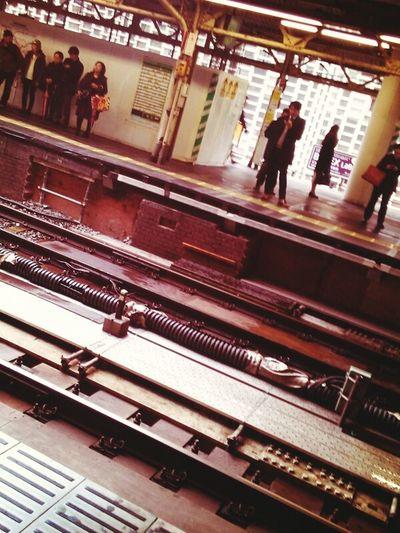 電車を待って、何気なく下を見たら工場萌えに通じる光景発見。 station