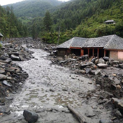 Sludgy Roads. Flash Flood at Bagi Pul which is starting point of Prashar Trek. HimalayanDrifters Lifeinmountains CallofMountains Trekking Adventure Nature Indiaphotosociety Instapic Incredibleindia Intagram