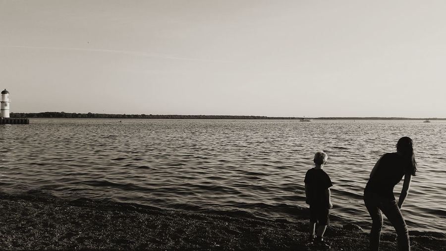 Two People Horizon Over Water Water Tranquility Sky Nature Outdoors Scenics Beach Silhouettes EyeEmNewHere Togetherness Family Black & White Canada Quebec Montréal Fleuve Saint-Laurent St-lawrence River Lachine Breathing Space