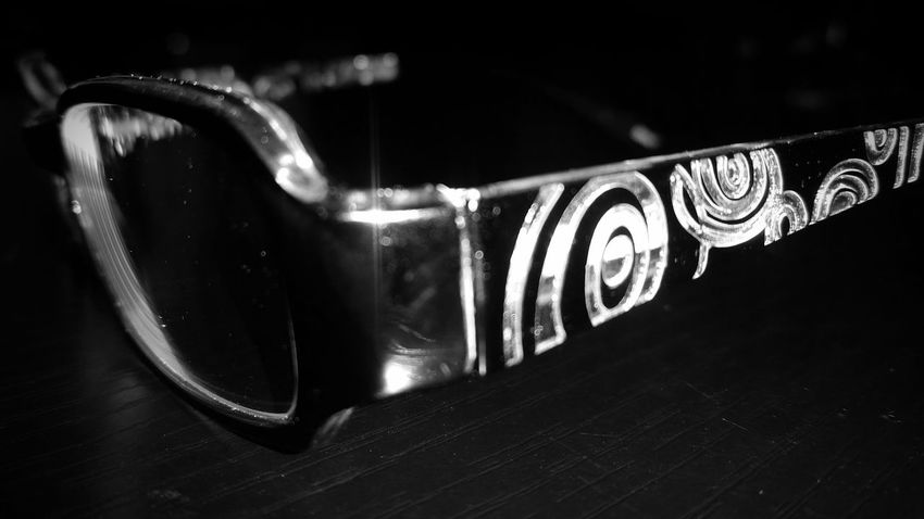 Creative Light And Shadow Black And White New Glasses Swirls Shades Of Grey