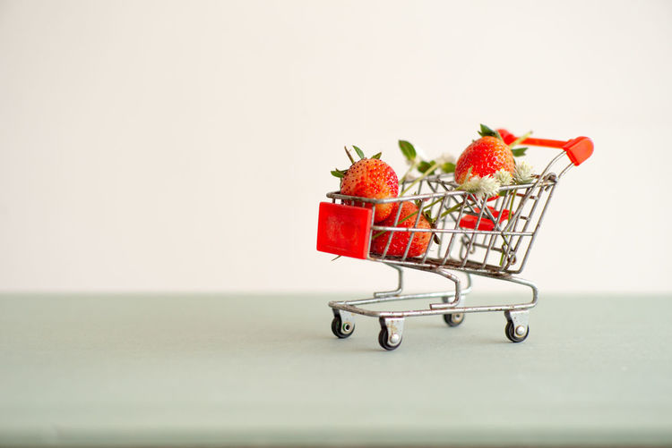 Closeup strawberries in the shopping trolley. Cart carrying the strawberry with the isolated background Shopping Cart Healthy Eating Fruit Copy Space Studio Shot Groceries Supermarket Wellbeing