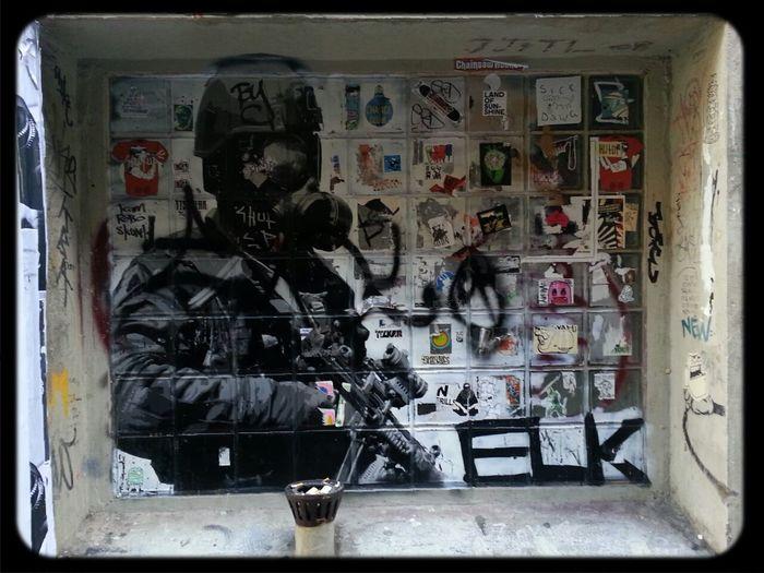 Streetart Stencil E.l.k. Duckboard Place