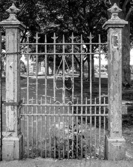 Gates, Westfield Road Park, Wellingborough, Northamptonshire Architecture Gate Entrance Wellingborough Northamptonshire FUJIFILM X-T10 Black And White Monochrome Architecture